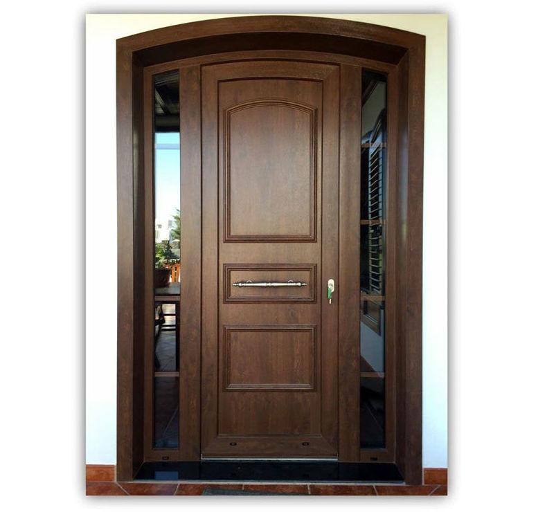 Puerta en PVC con moldura en color nogal y cristales laterales