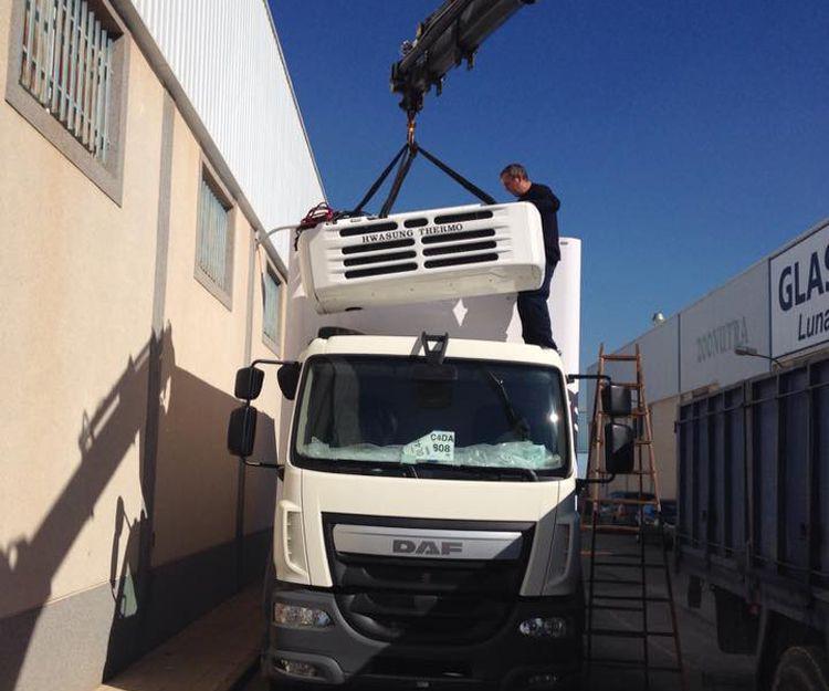 Instalación de equipo de refrigeración en camión