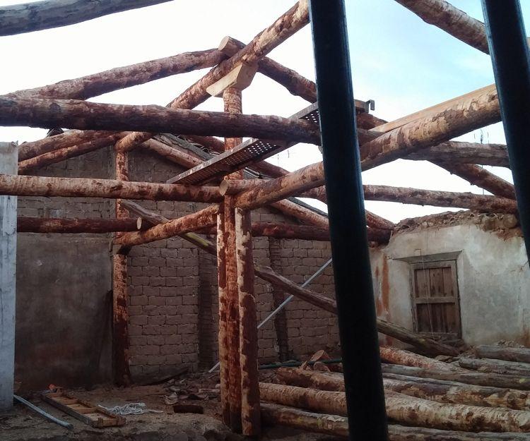 Cubierta de troncos en la Posada Masó en Villanueva de la Jara