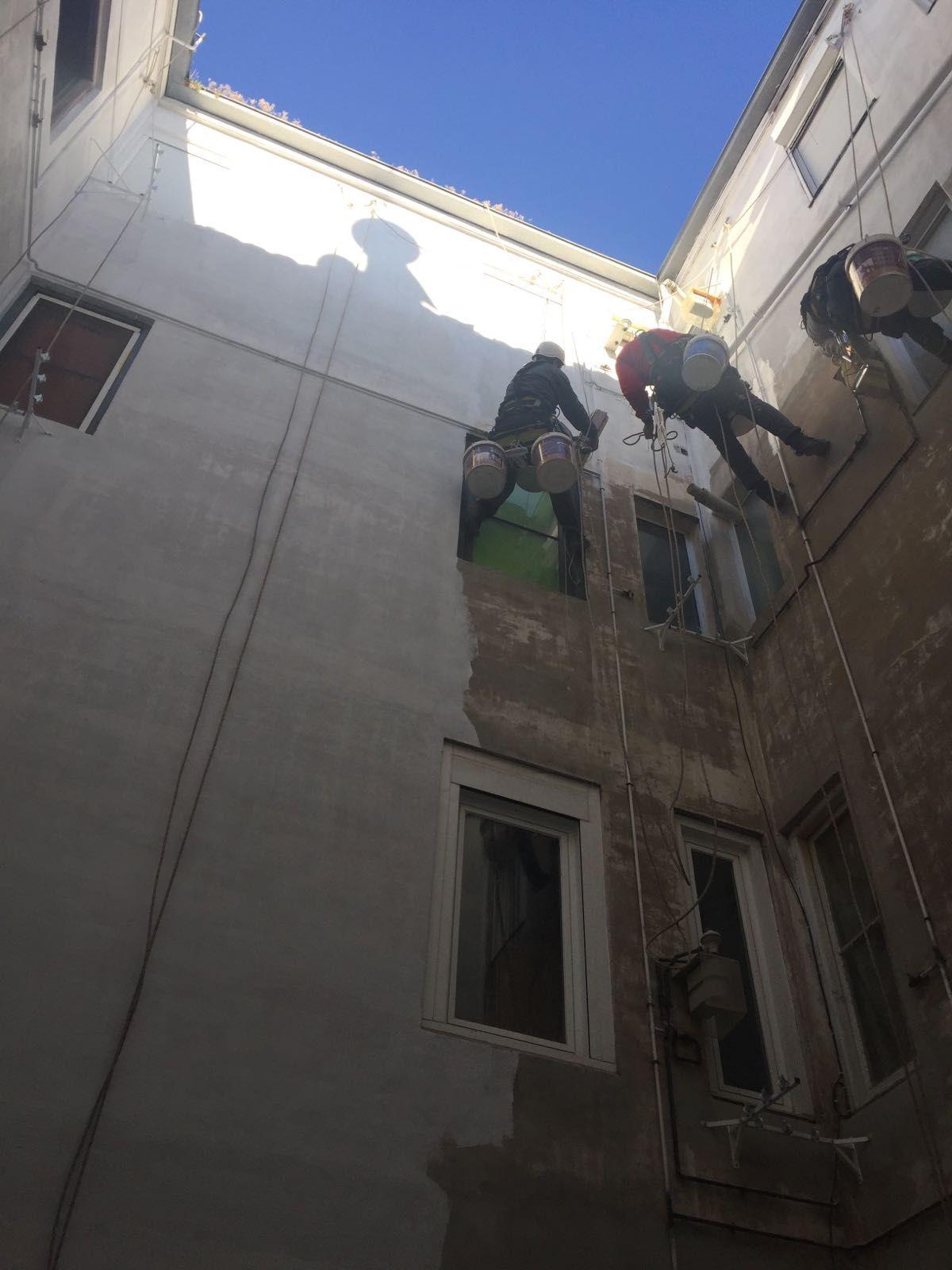 Durante el pintado de patio interior