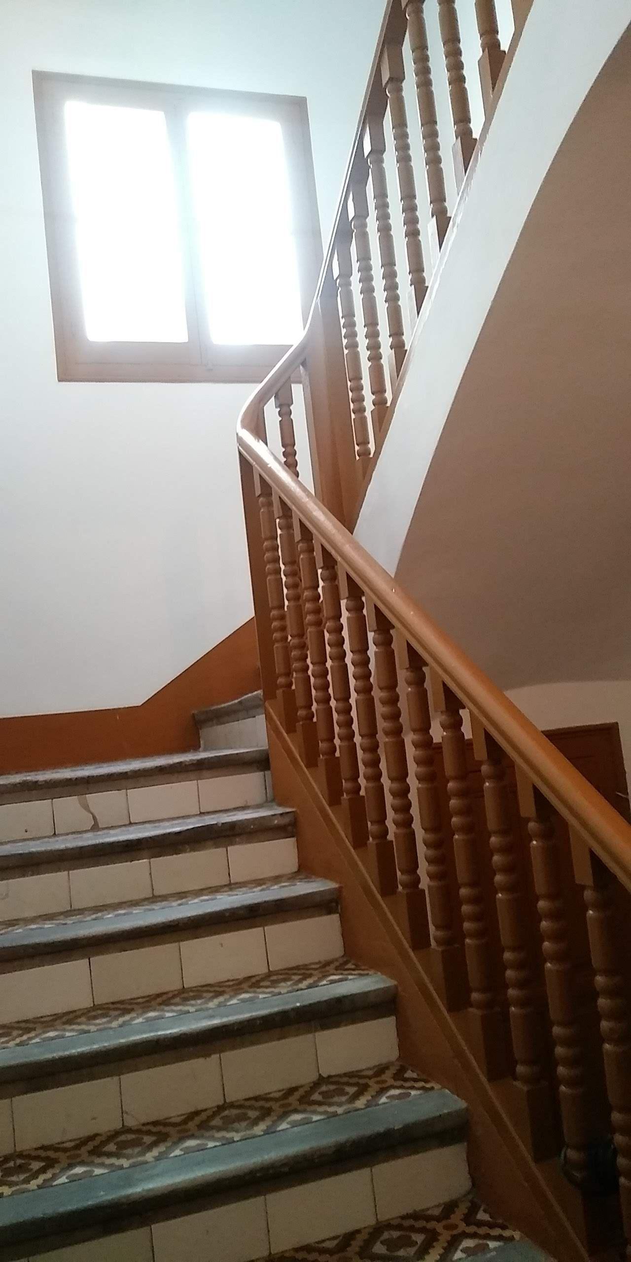 Detalle fin de obra de la escalera en edificio