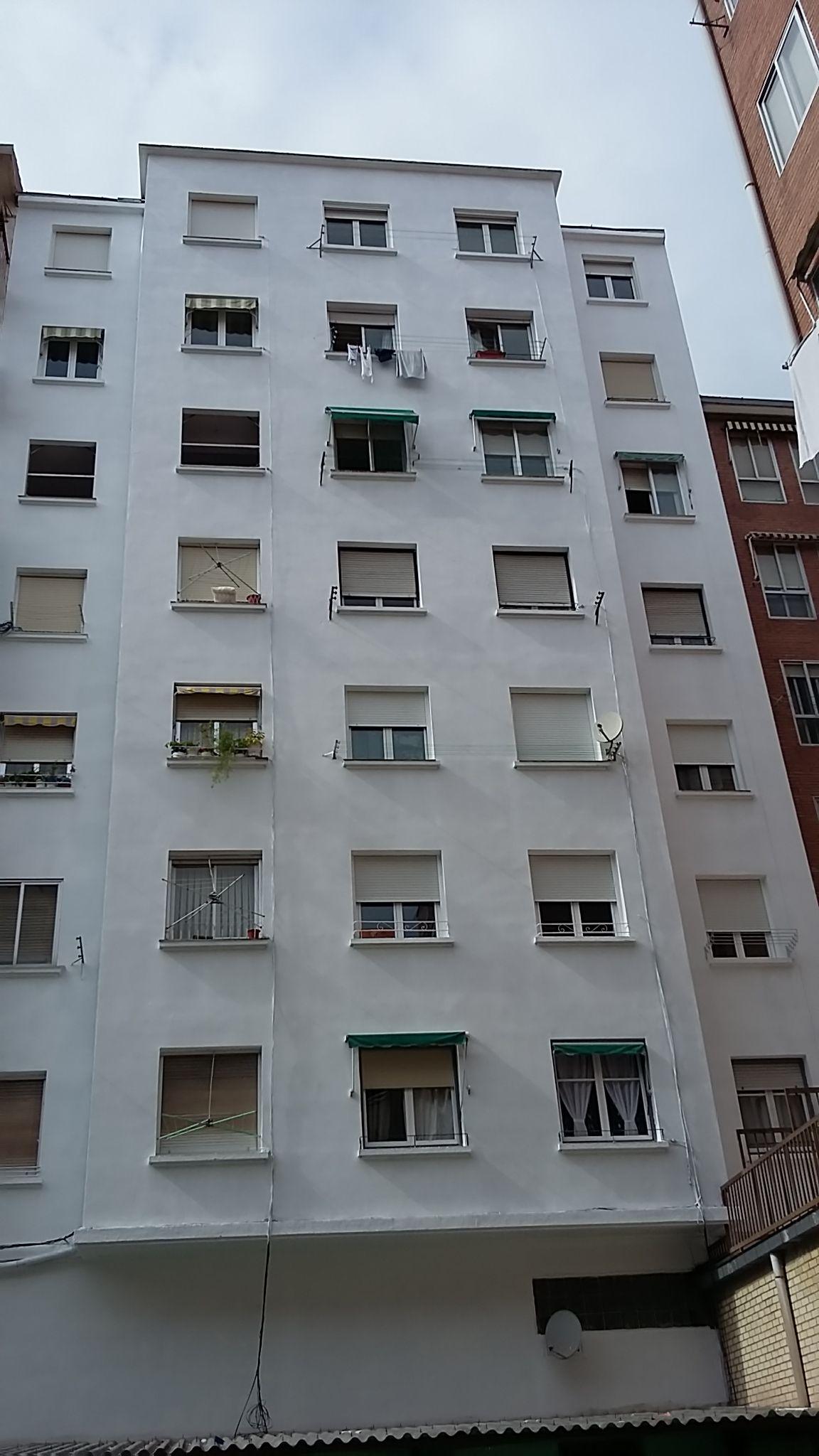 Proceso de restauración de fachada finalizado
