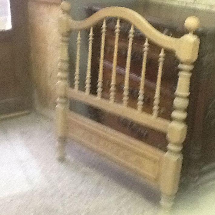 Restauración de cabeceros de madera en Pamplona