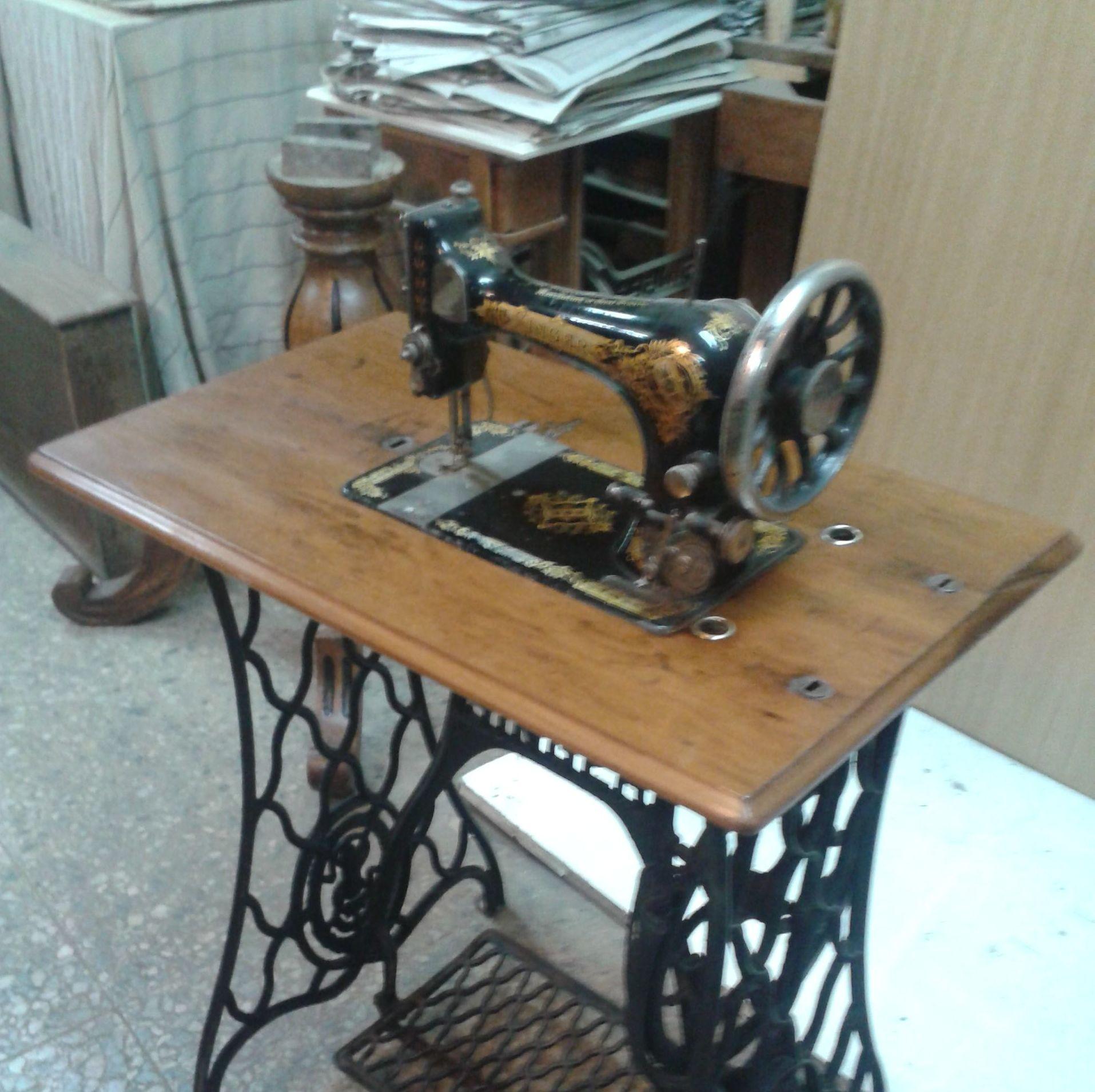 Maquina de coser restaurada