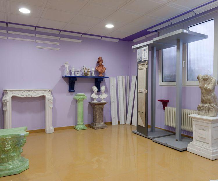 Interior de nuestra exposición de escayolas en Burgos