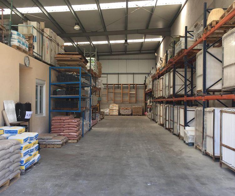 Almacén de materiales de construcción en Burgos