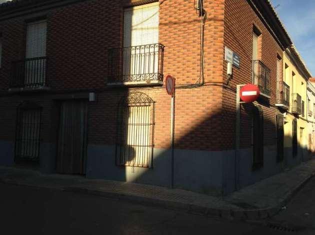 Venta de casa en esquina: Inmuebles Urbanos de ANTONIO ARAGONÉS DÍAZ PAVÓN