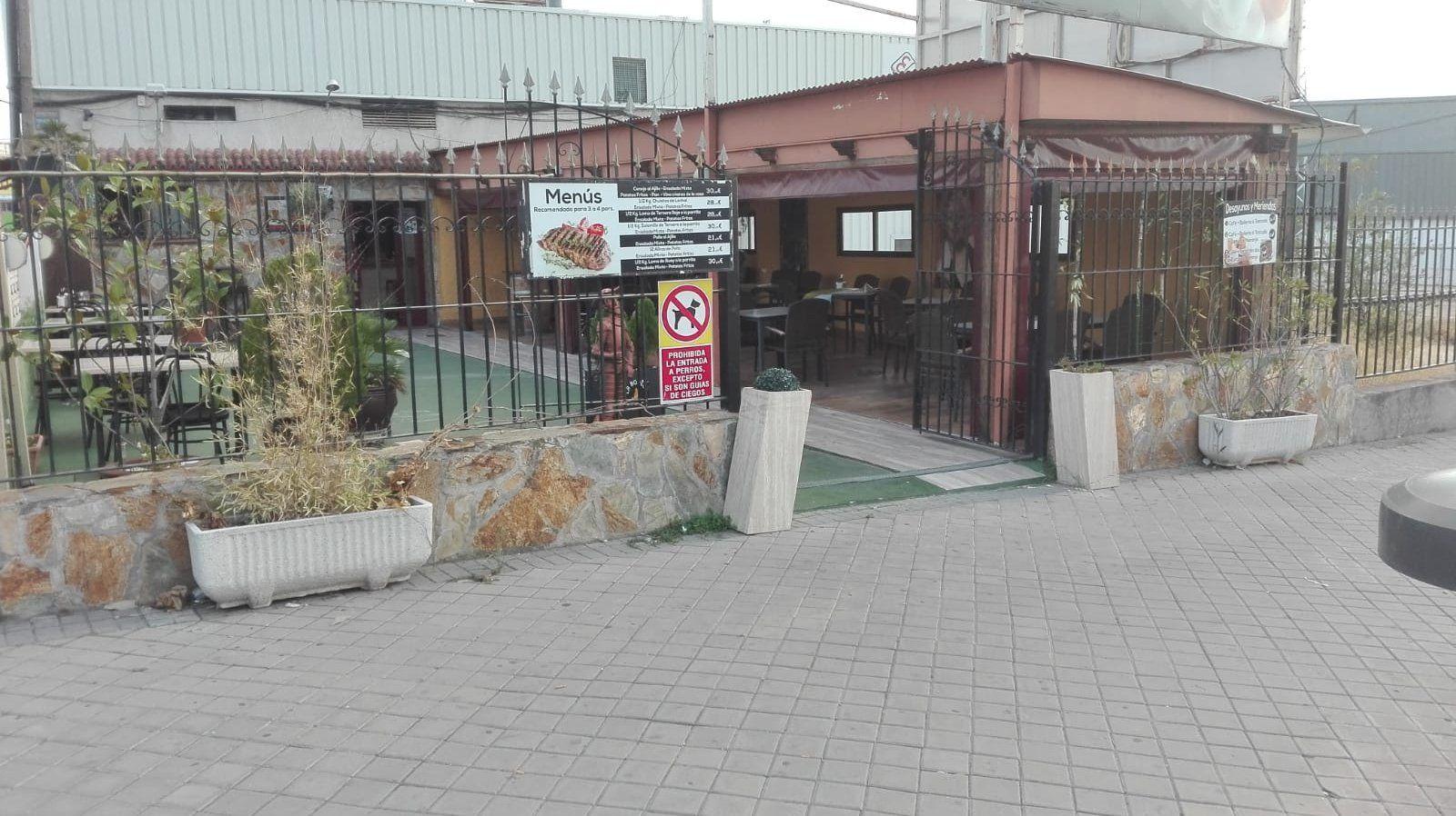 Amplia zona de aparcamiento