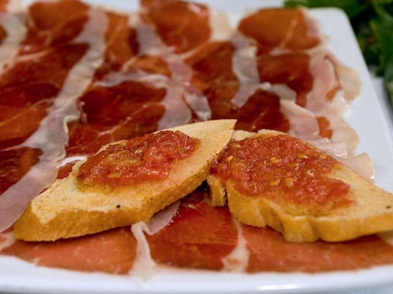 Pan con Tomate y Jamón Serrano: CARTA EL SEVILLANO de Restaurante Rincón del Sevillano