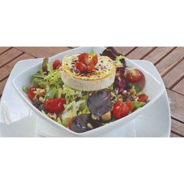 Ensaladas y ensaladilla: Especialidades y platos  de Restaurante Charrito
