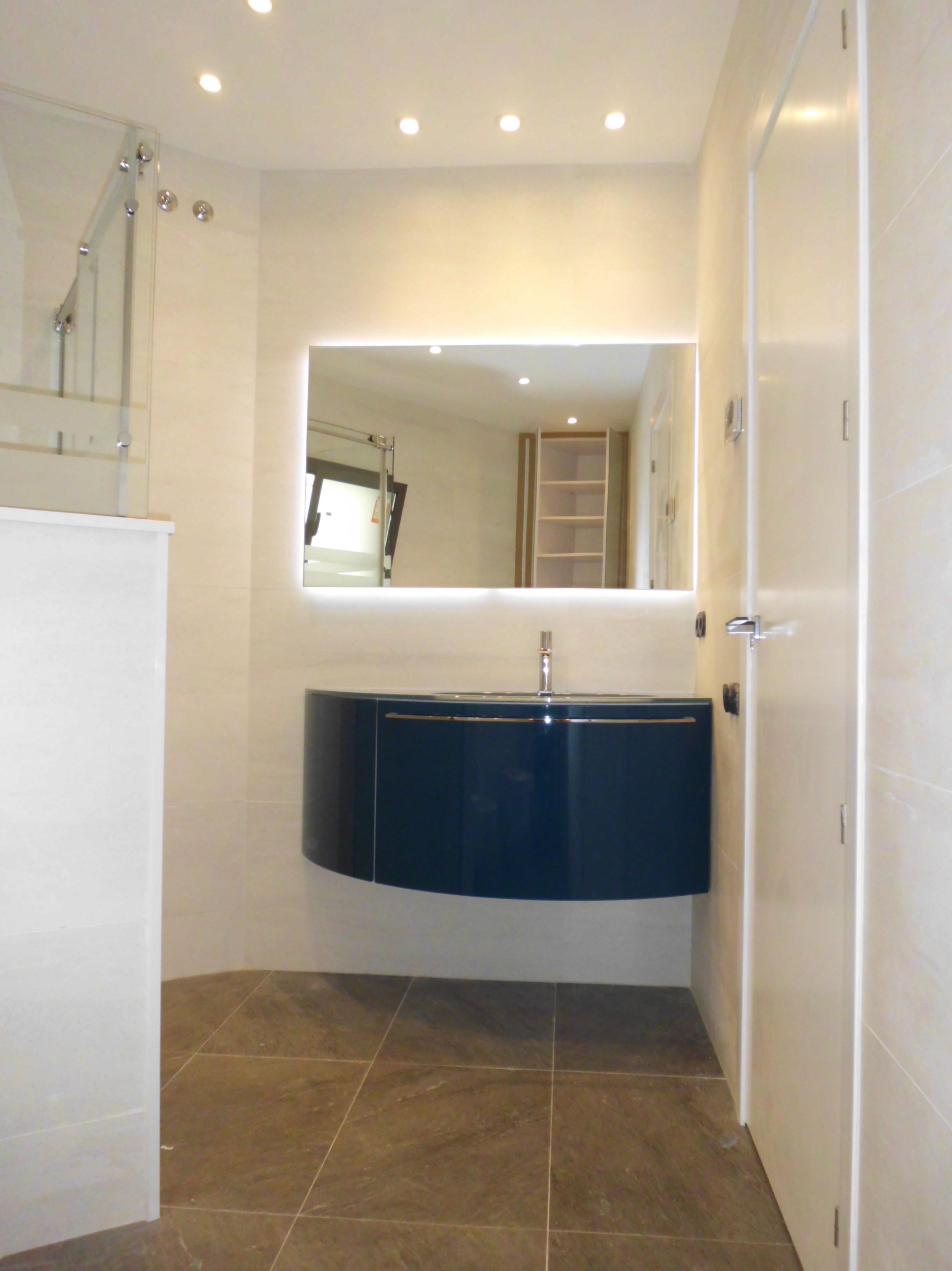 Reforma integral de de alta calidad de un piso \u002D Muebles baño