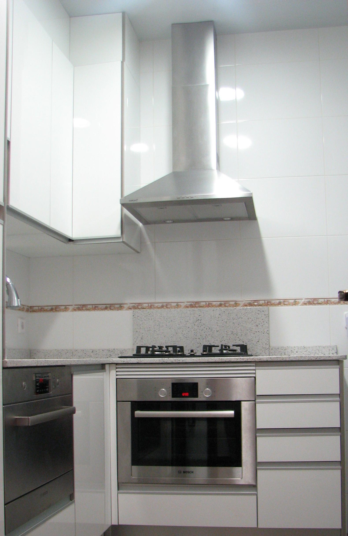 Instalar campana extractor en cocina servicios y productos de instal lacions davelor - Extractor humos cocina ...