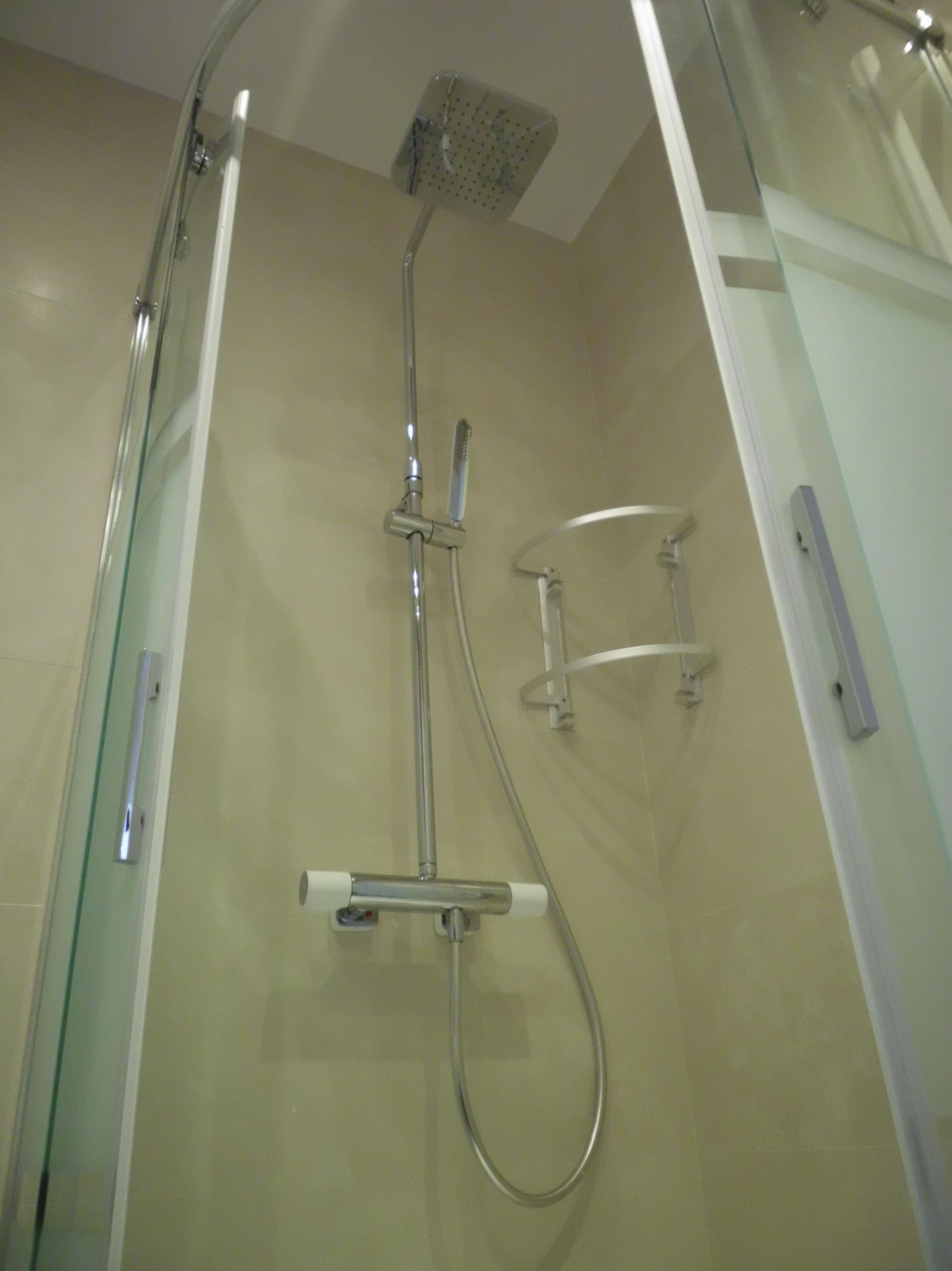 Reforma integral de de alta calidad de un piso \u002D Grifos ducha