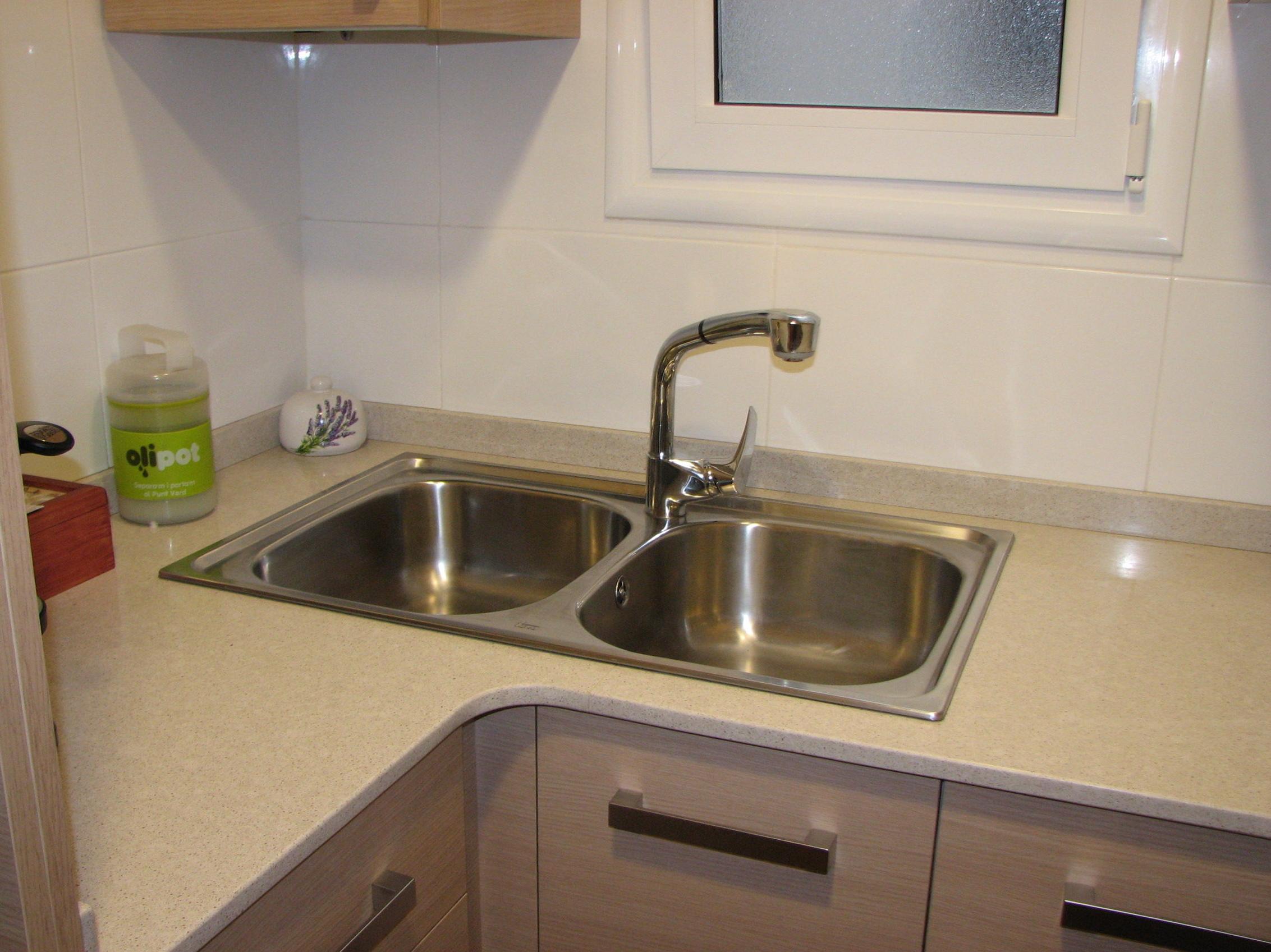 Instalar y cambiar fregadero de cocina servicios y - Cambiar chicles cocina ...
