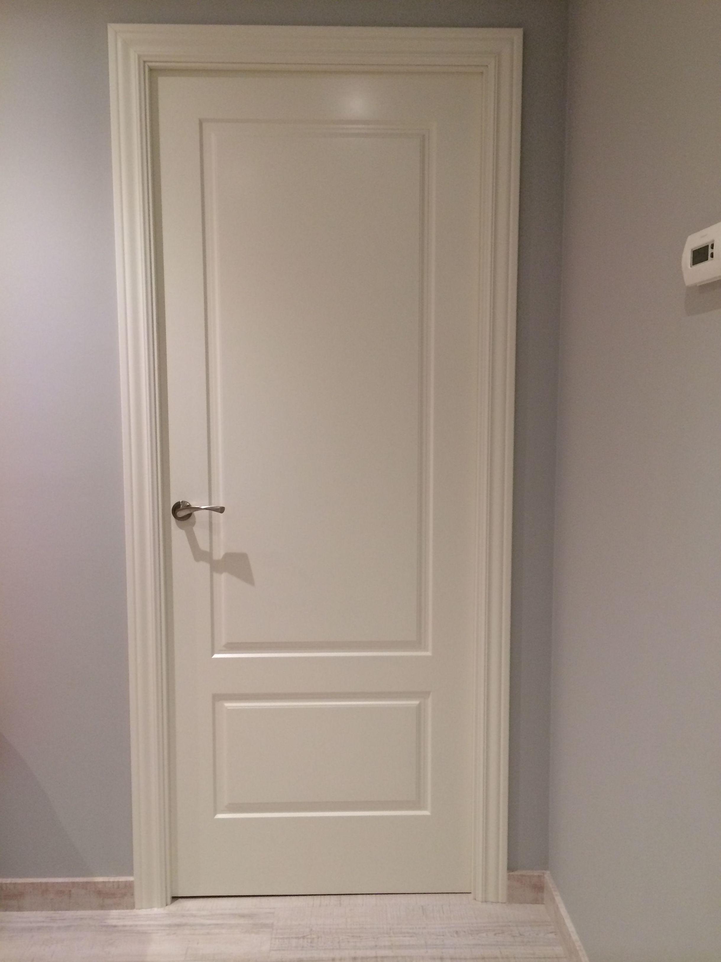 Reforma integral de calidad vivienda \u002D Colocación de puertas (C/Felip II)