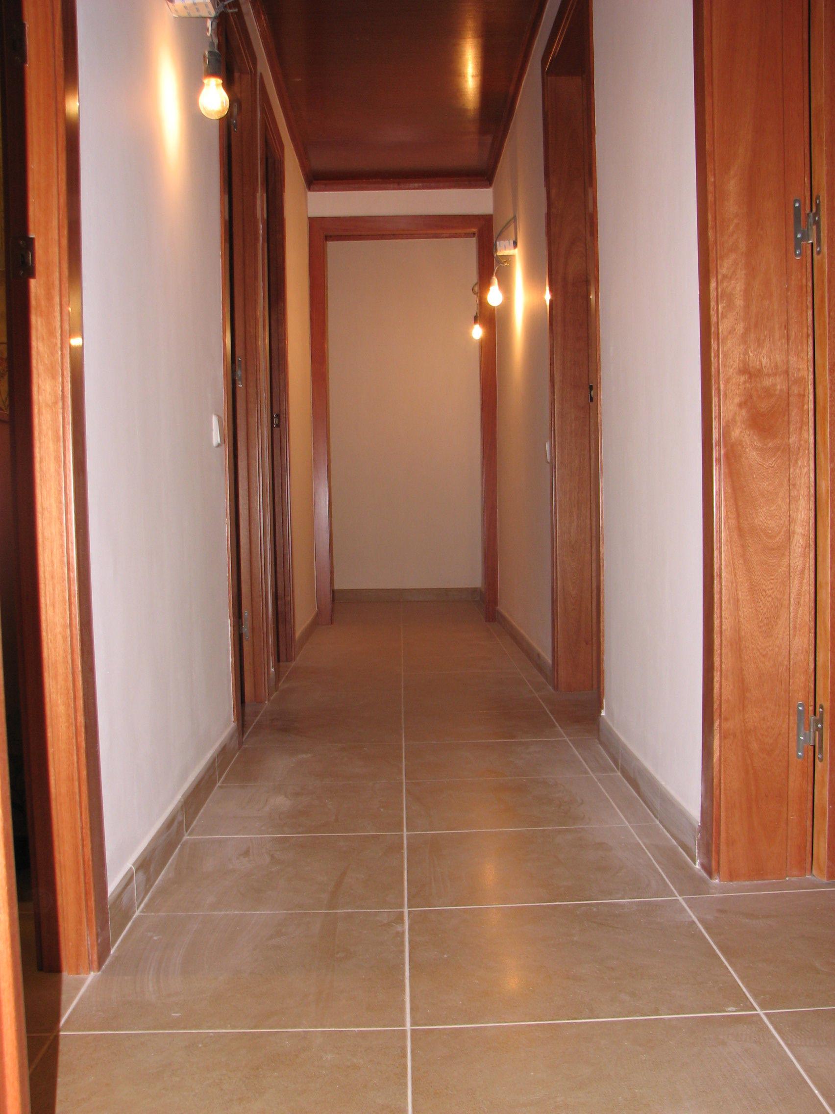 Colocacio paviment de ceramica