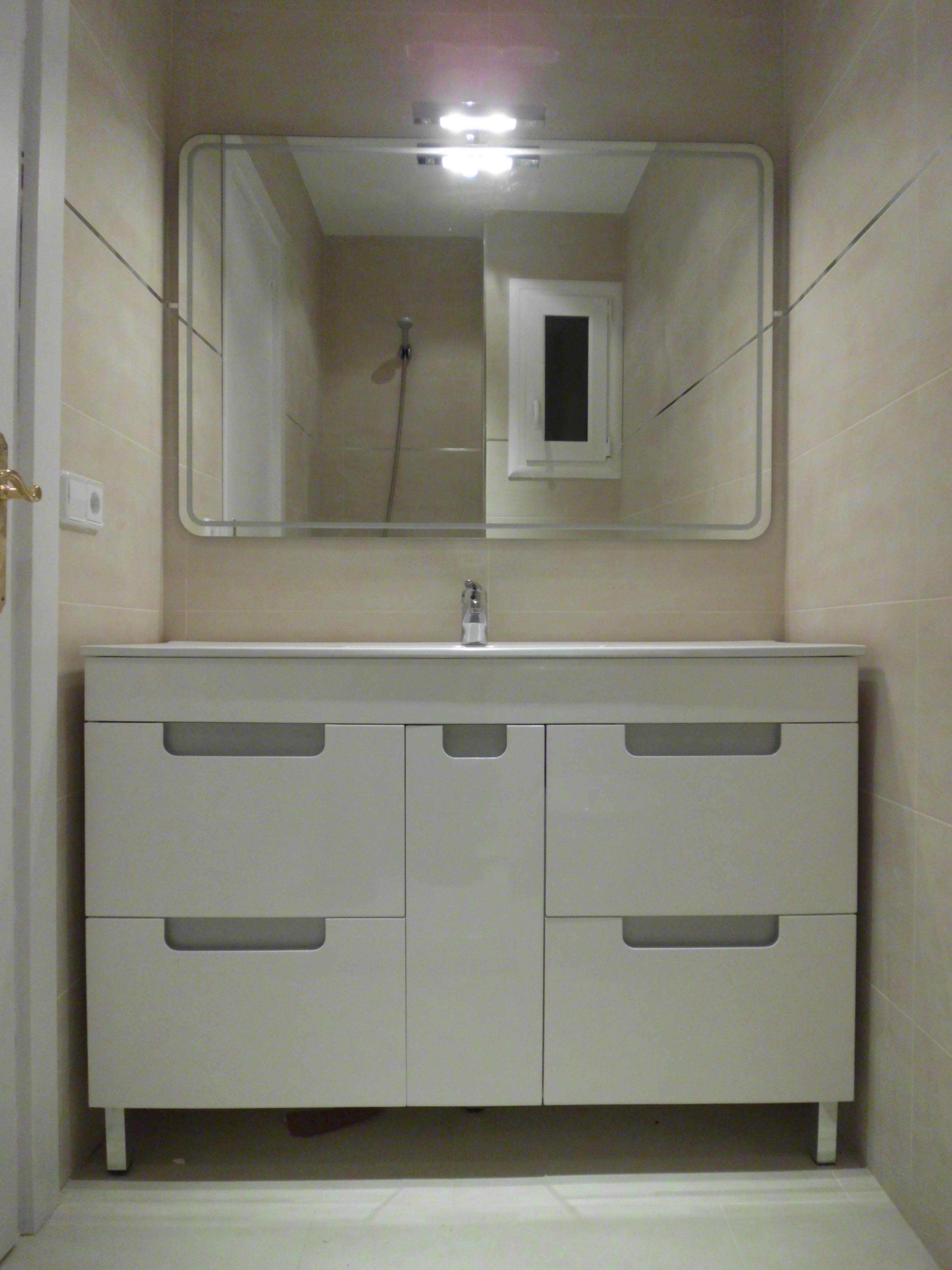 Reforma económica de un piso \u002D mueble de baño es de la Marca Torvisco Modelo Sena