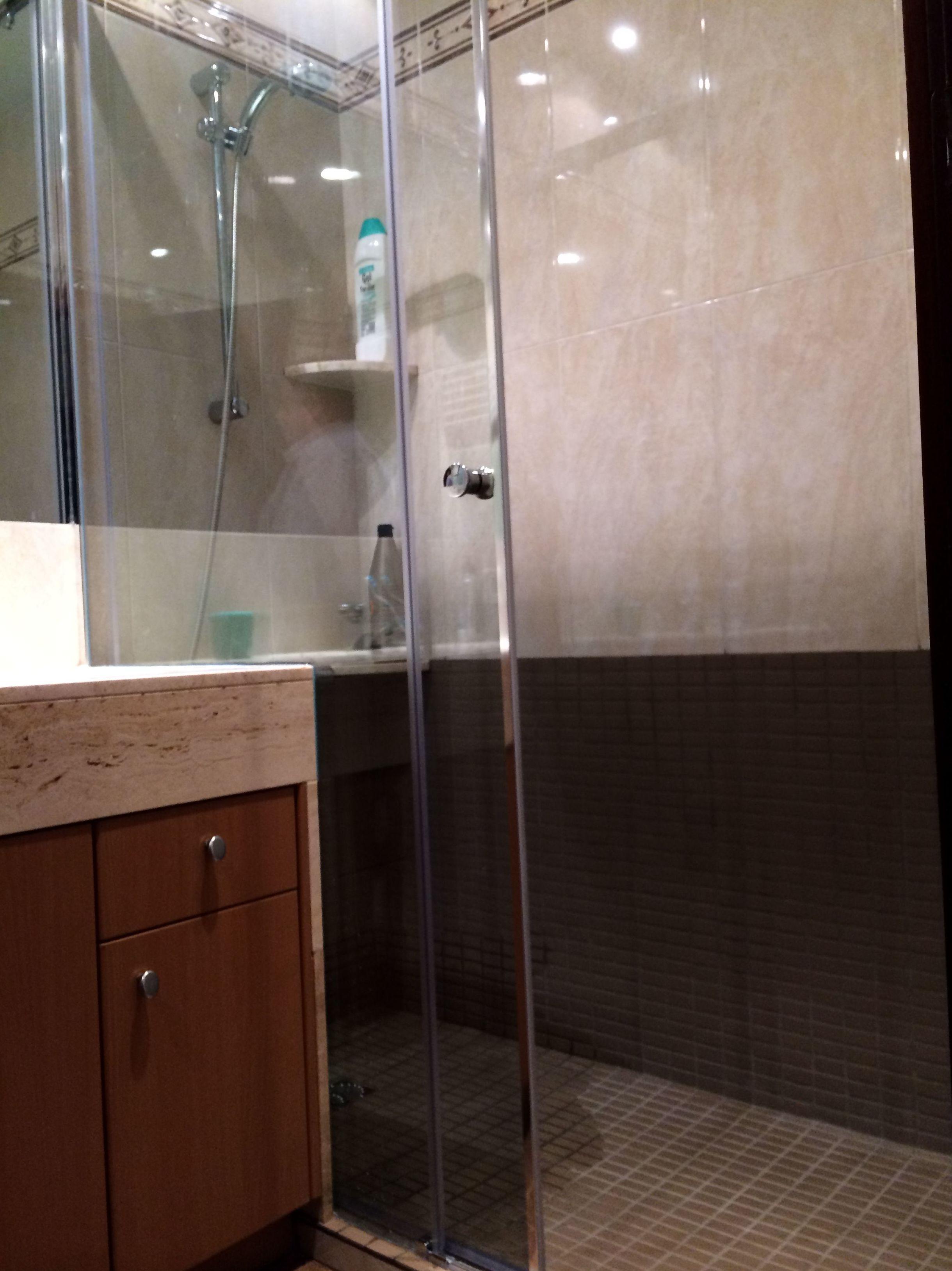 Reforma de baño\u002DSustitución de bañera por plato de ducha II (C/Padilla)