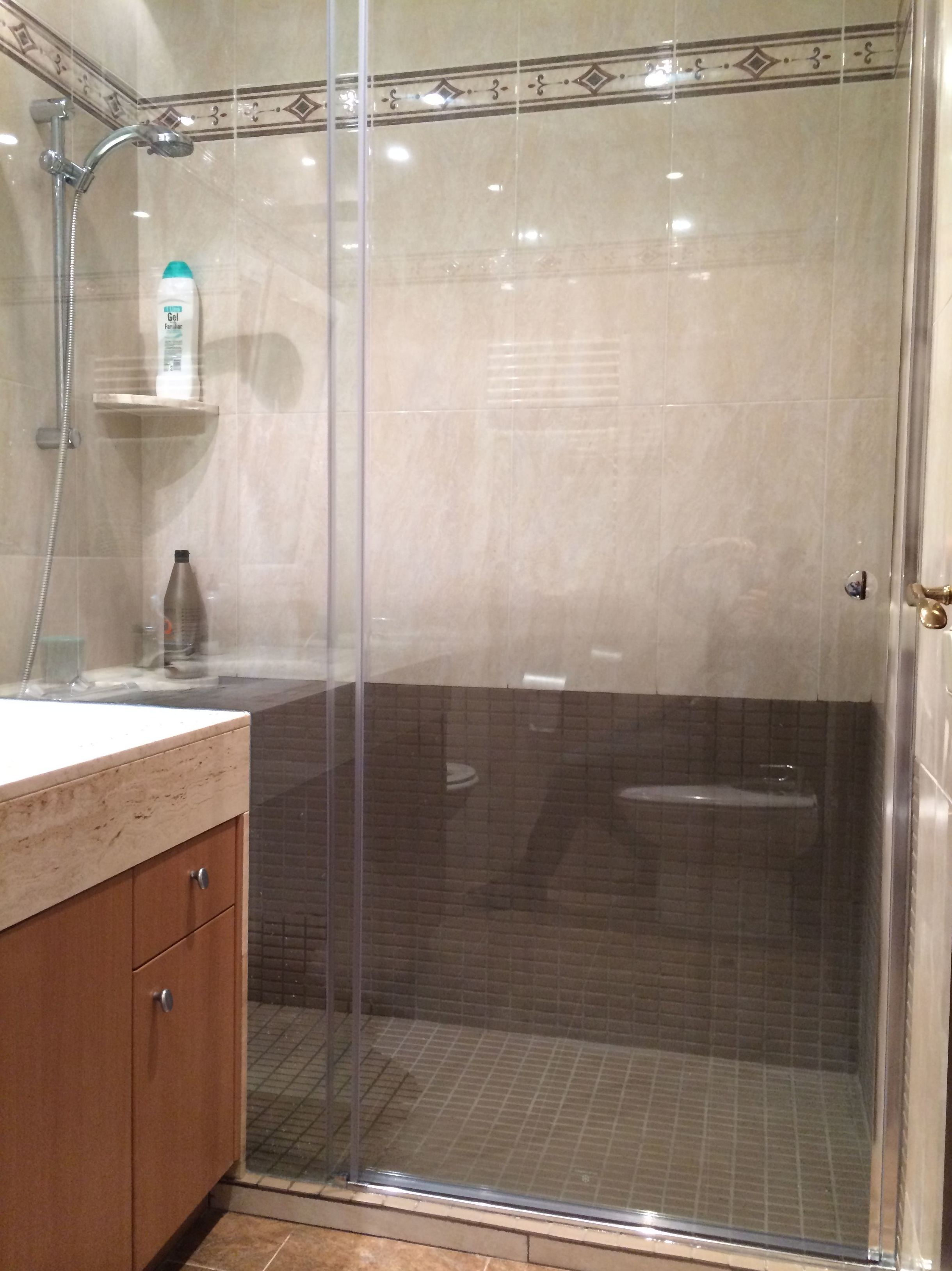 Reforma de baño\u002DSustitución de bañera por plato de ducha I (C/Padilla)