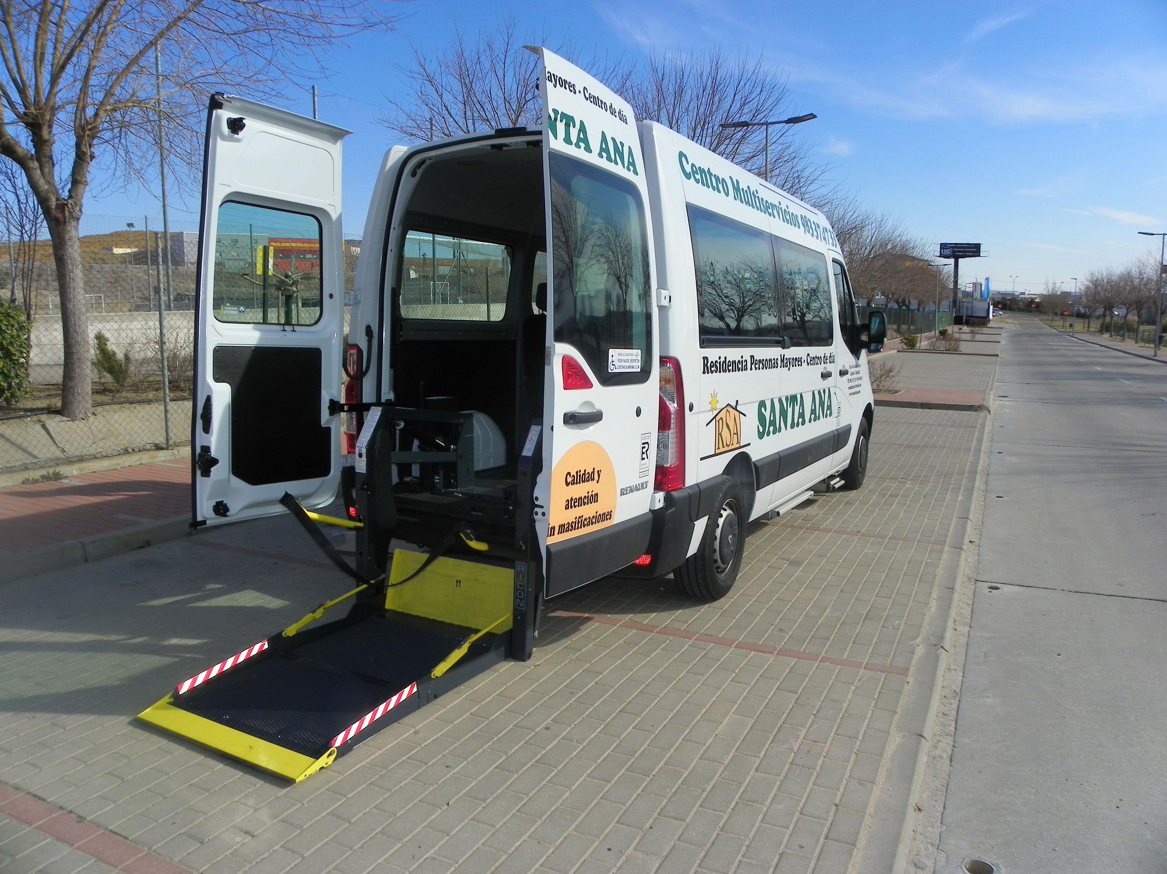 Transporte adaptado: Servicios de Residencia para Personas Mayores Santa Ana