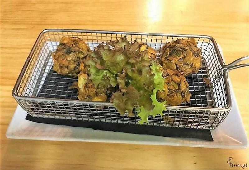 Bolitas de Morcilla de Teror con nueces y almendras, empanadas en Cornflake
