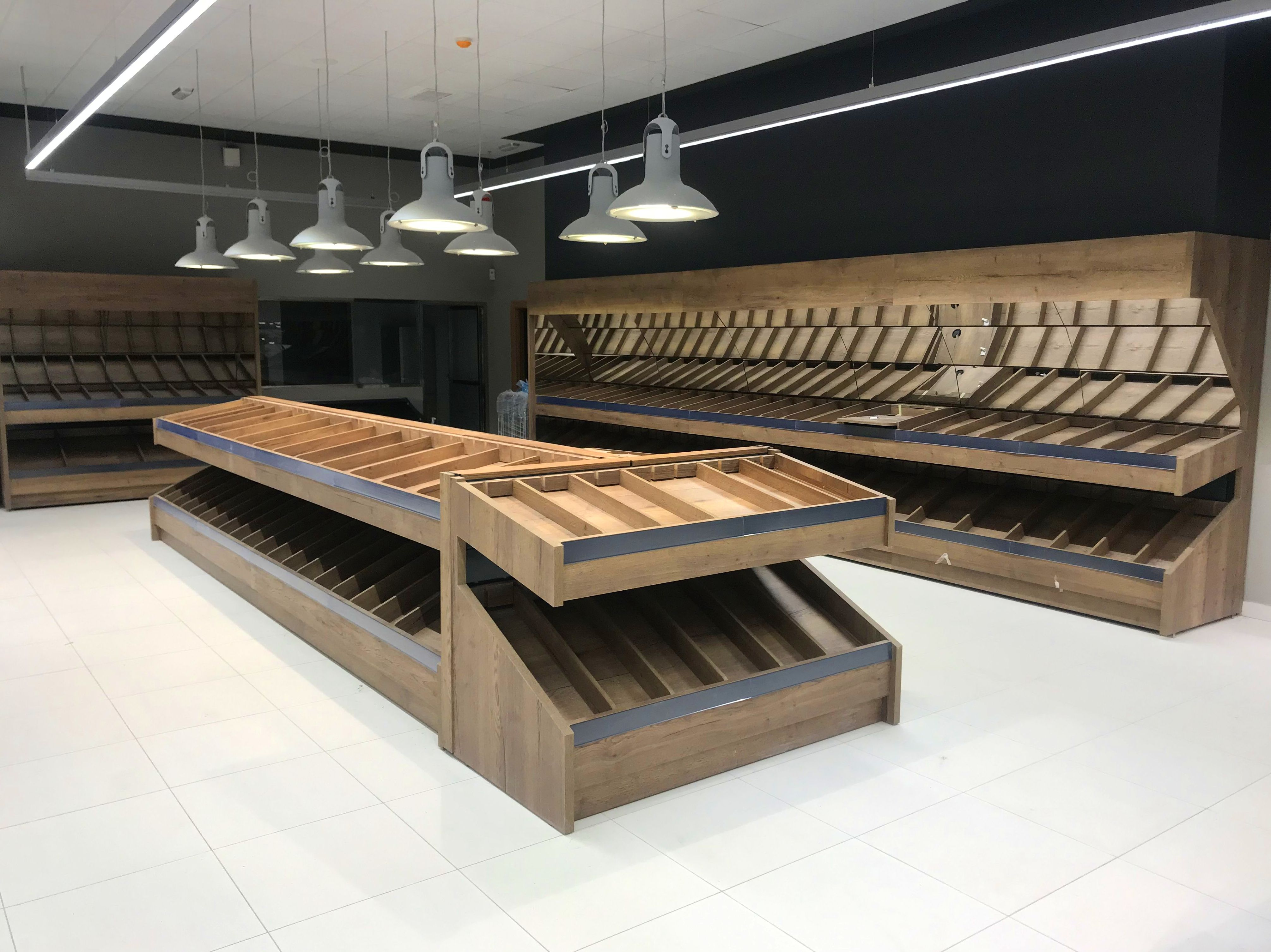 Fruteria acabado madera con separadores y espejos