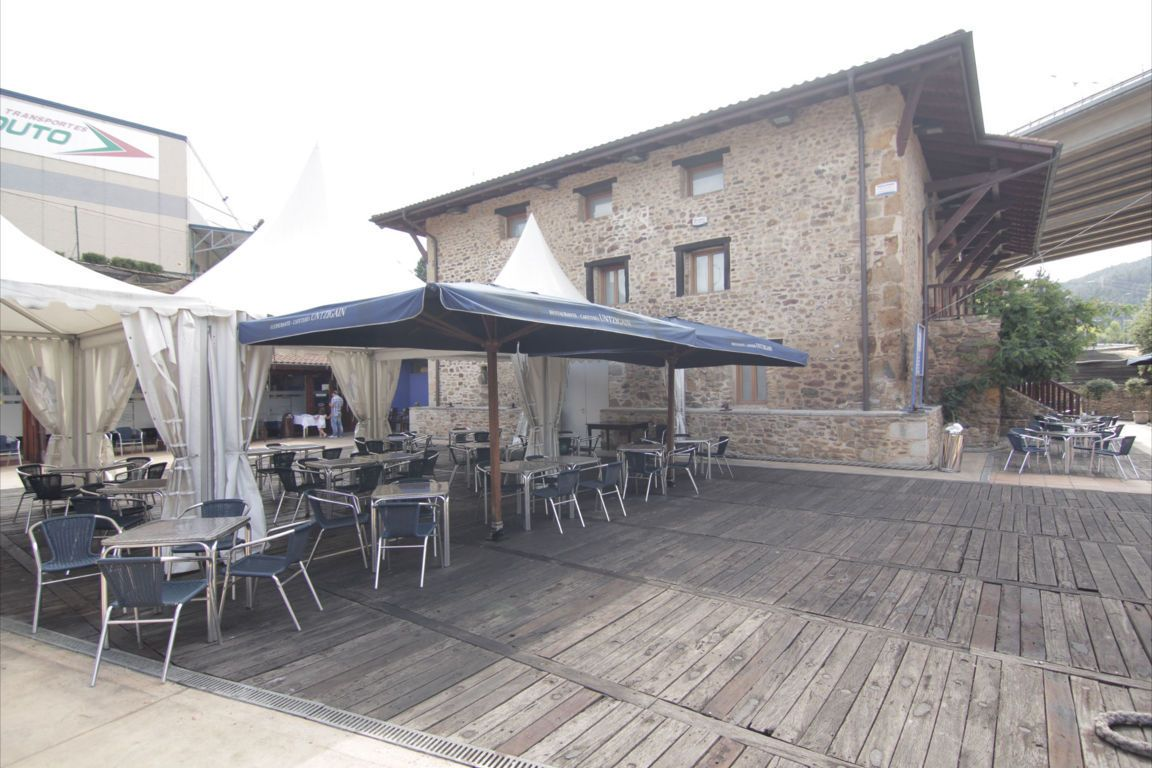 Terraza y carpa para celebraciones en exterior
