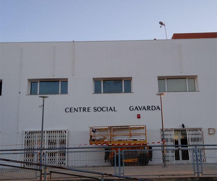 Pintura exterior de centro social en Tavernes de la Valldigna