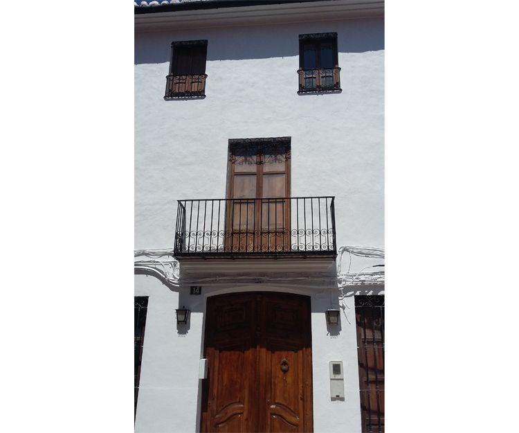 Fachada rehabilitada en Tavernes de la Valldigna