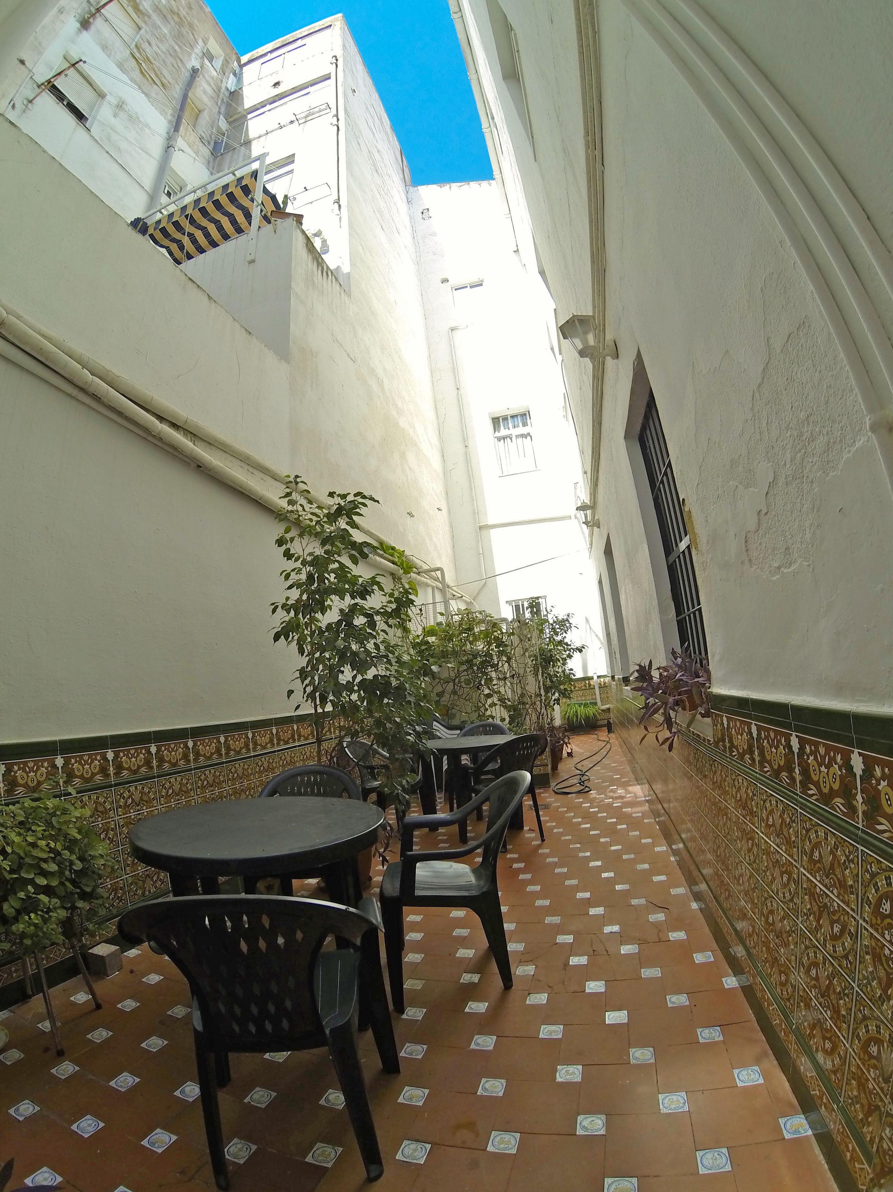 Patio exterior de la residencia de estudiantes