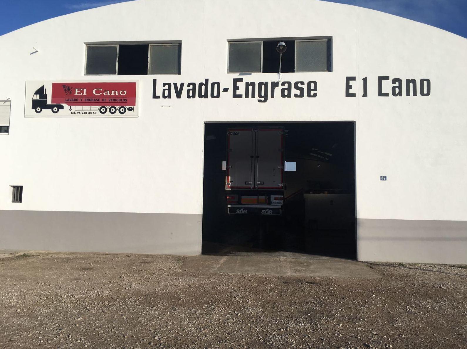 Foto 3 de Transporte de mercancías en Alzira | Lavado y engrase El Cano