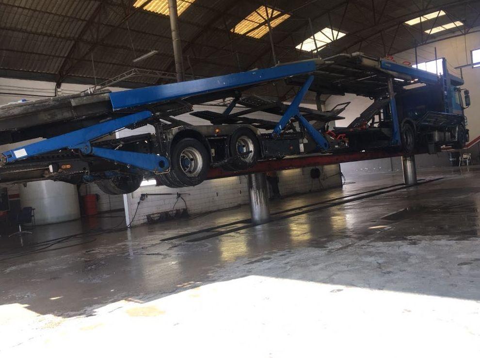 Foto 18 de Transporte de mercancías en Alzira | Lavado y engrase El Cano