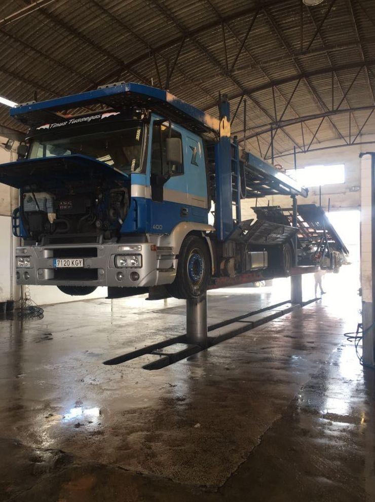 Foto 5 de Transporte de mercancías en Alzira | Lavado y engrase El Cano