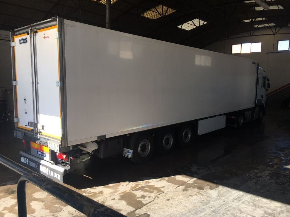 Foto 13 de Transporte de mercancías en Alzira | Lavado y engrase El Cano
