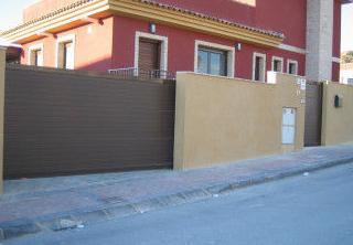 Automatismos Murcia - Instalación de puertas correderas residenciales
