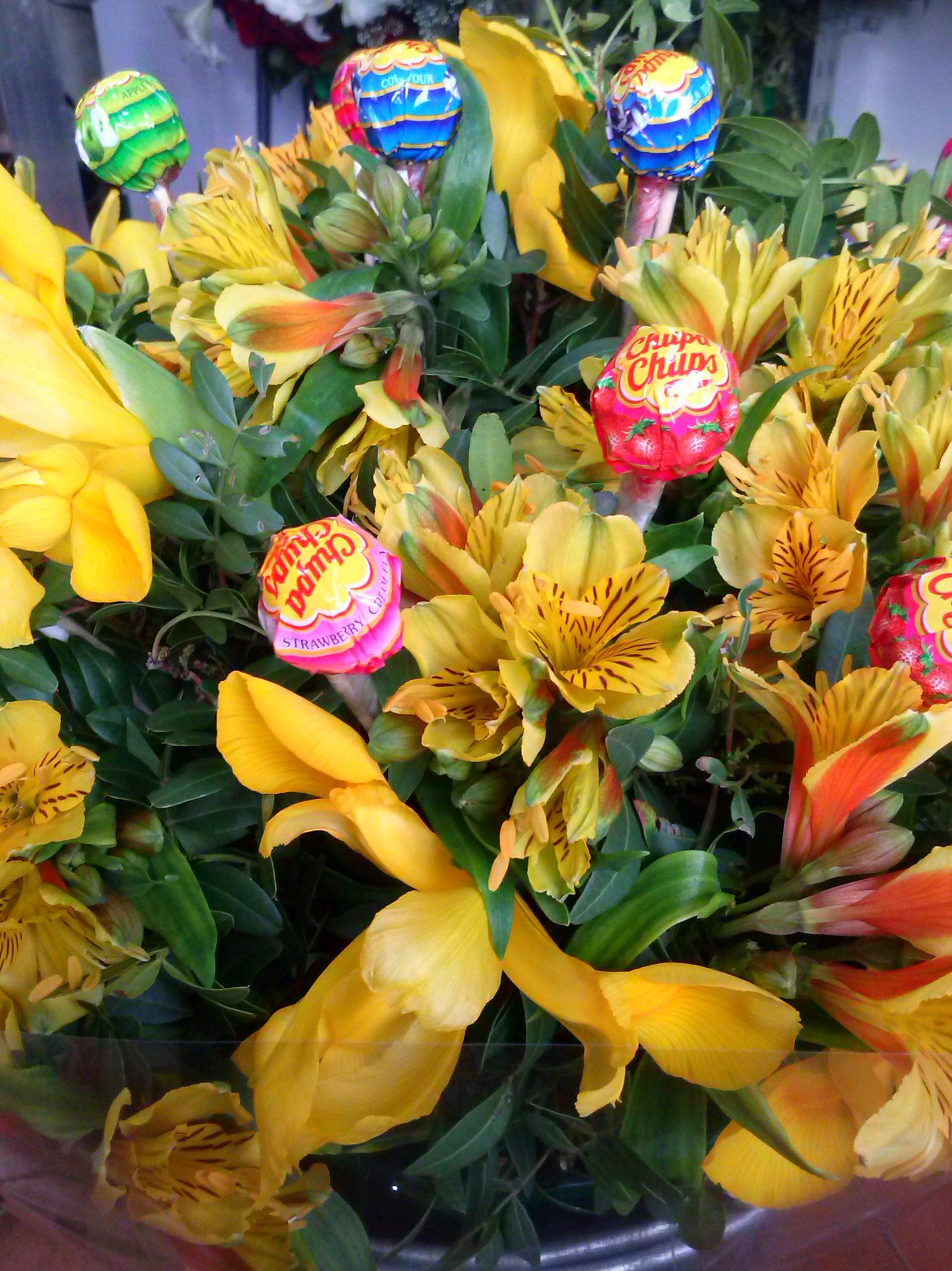 Bouquet de flor con piruletas y chupa chups productos y for Productos jardineria barcelona