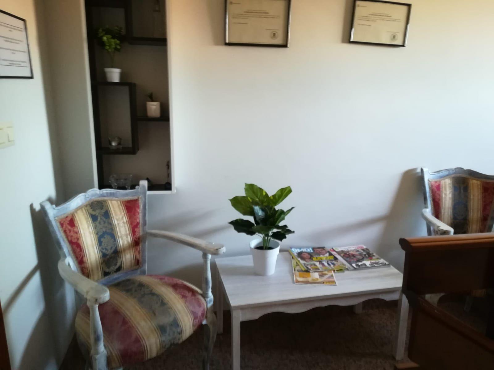 Zonas comunes y sala de espera con diseños adecuados para familiares y residentes