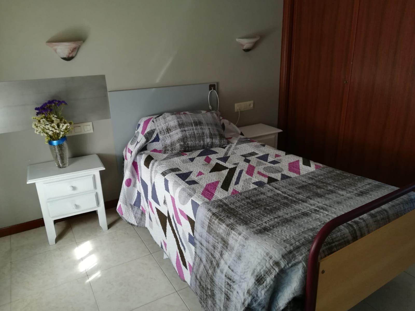 Habitaciones equpadas que permite a nuestros mayores el acceso fácil y cómodo.