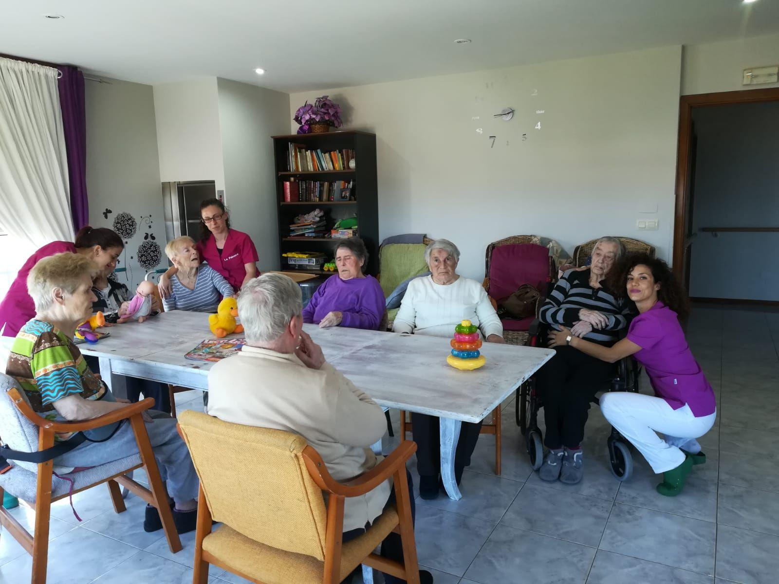 El bienestar de nuestros mayores es nuestro propósito diario. Una foto lo dice todo!!
