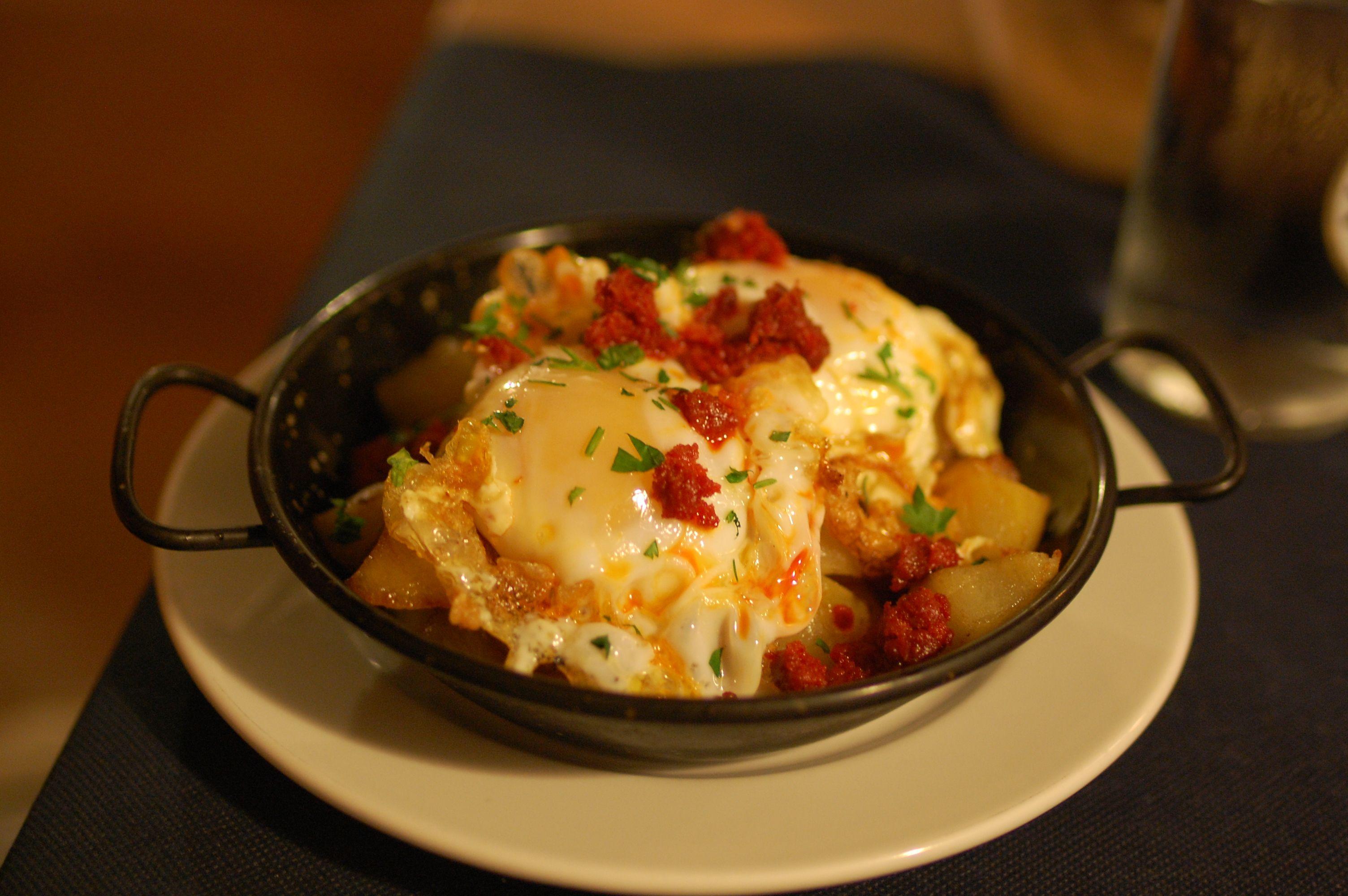 Huevos Rotos con Patatas Ibicencas: Carta de Can Mosson