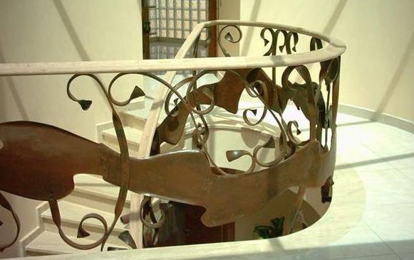 Barandilla en hierro oxidado en Barcelona
