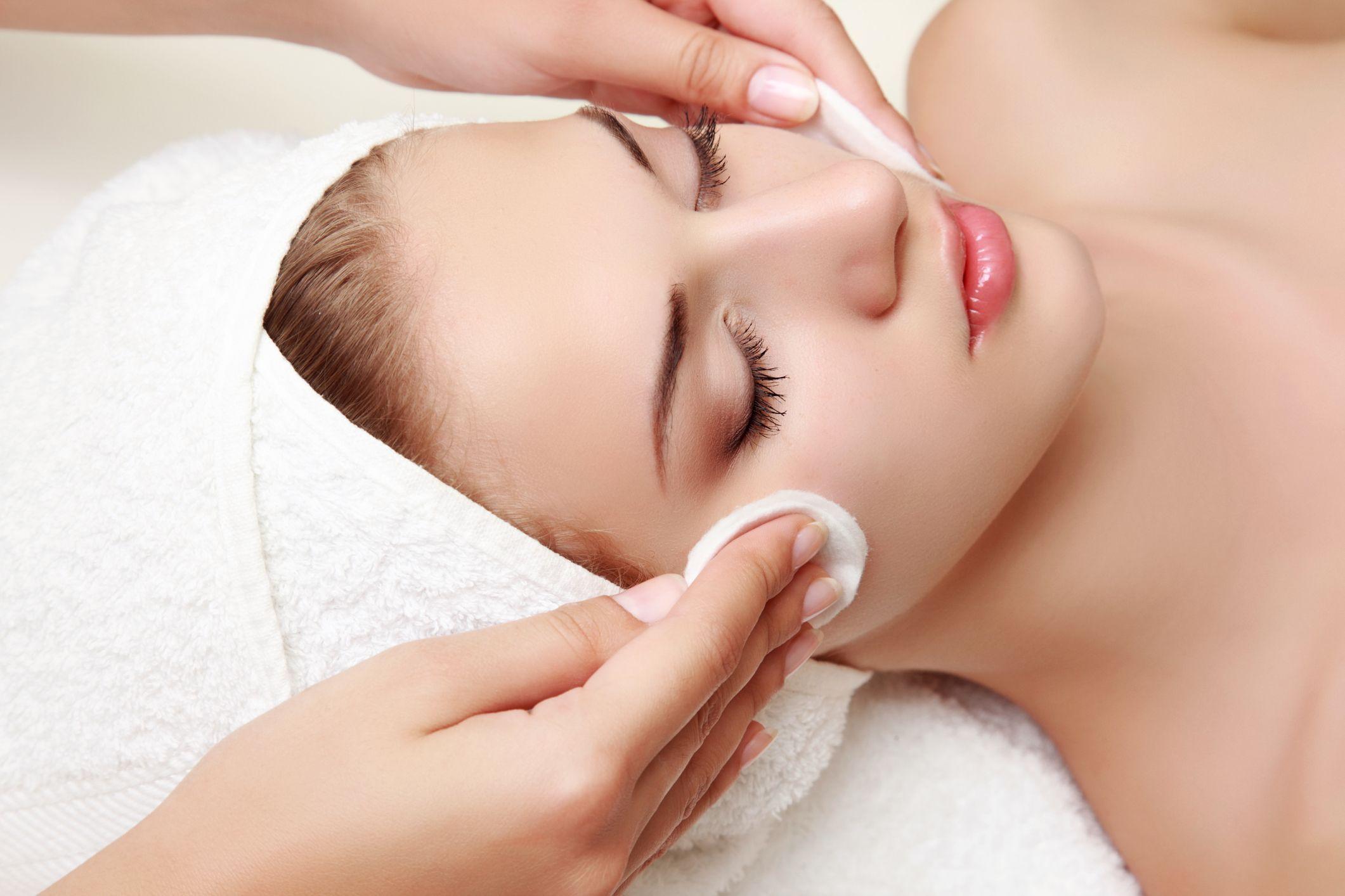 Limpieza facial: Peluquería y estética de Peluquería  Cristina