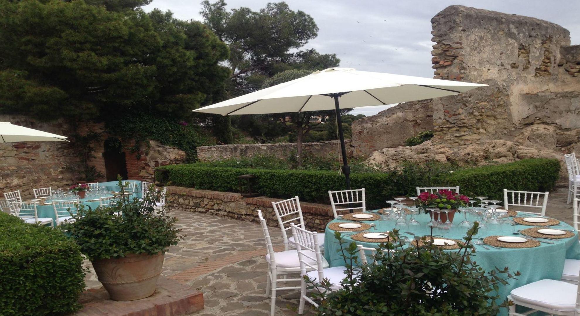 Foto 1 de Alquiler de sillas, mesas y menaje en Jerez de la Frontera | Jedal Alquileres