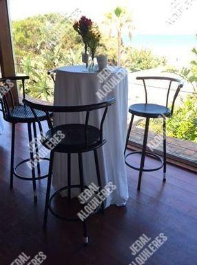 Velador alto con sillas