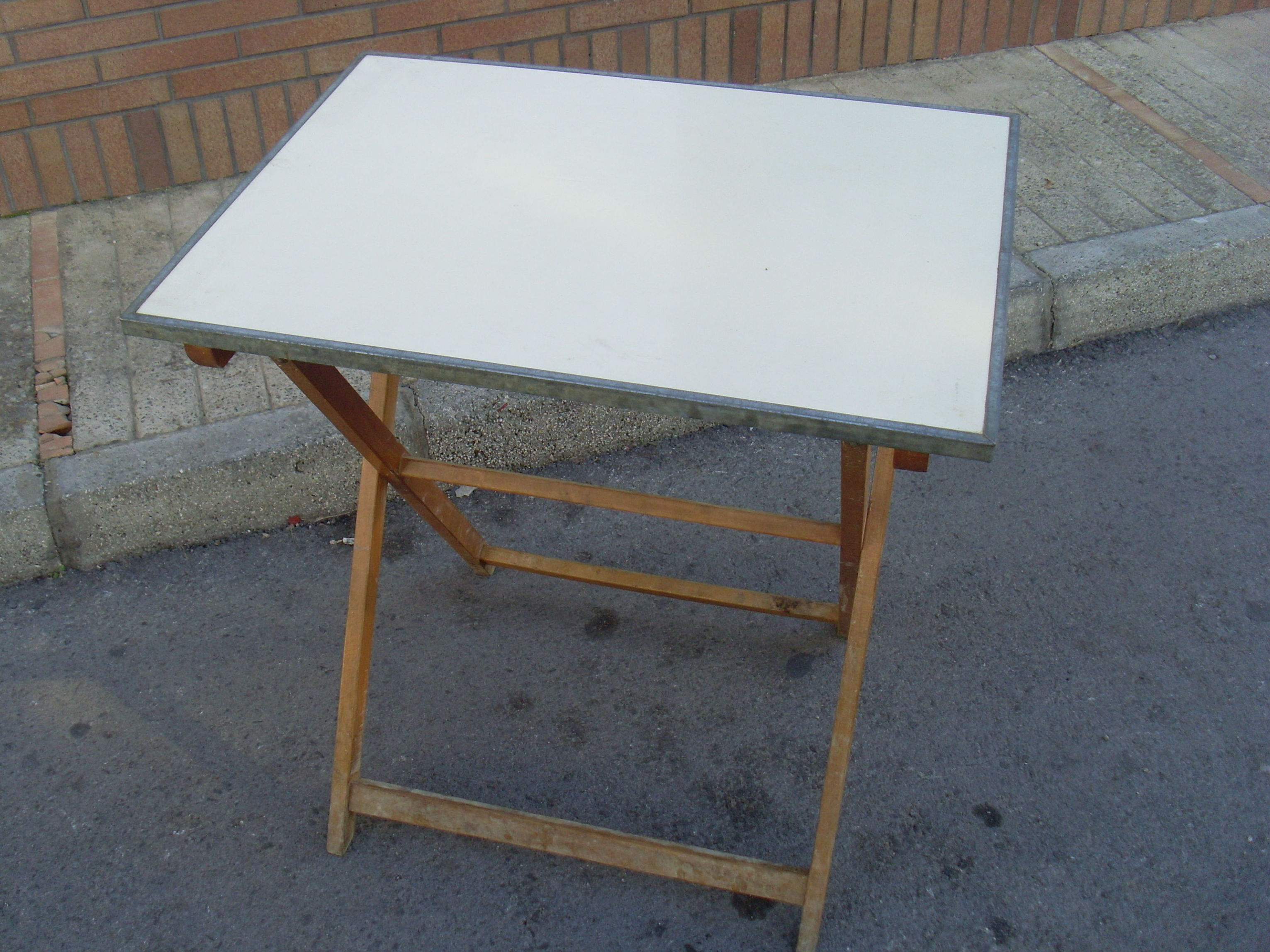 Mesa velador plegable madera tapa formica blanca - Velador plegable ...