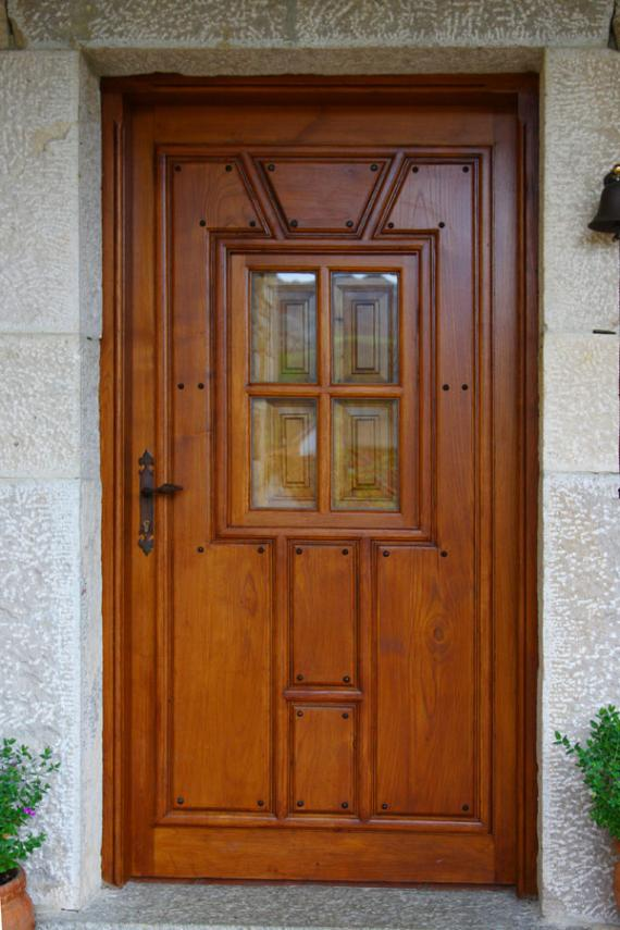 Puerta Exterior Enteriza con Ventano