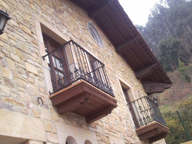 Balcón en Madera y Forja