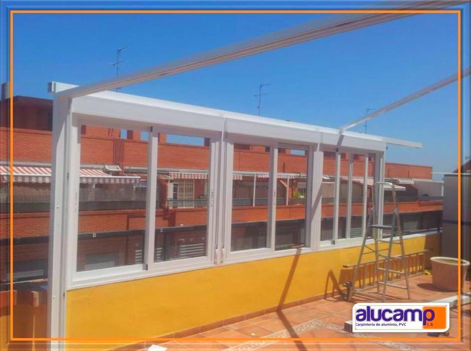 Cerramiento Terraza formado por Ventanas correderas y Techo Fijo. Lac Blanco