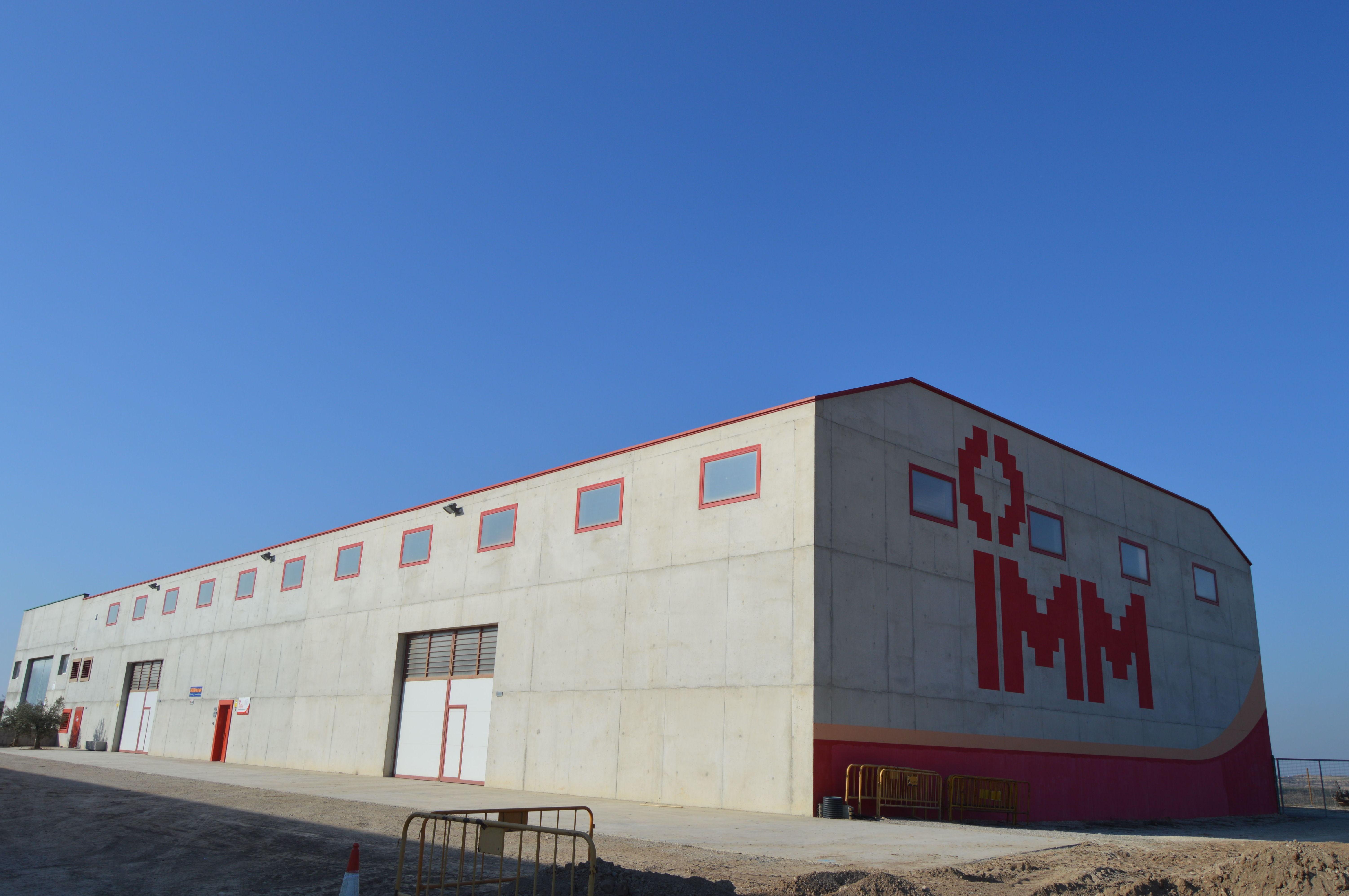 Construcción de nave industrial con muros de hormigón