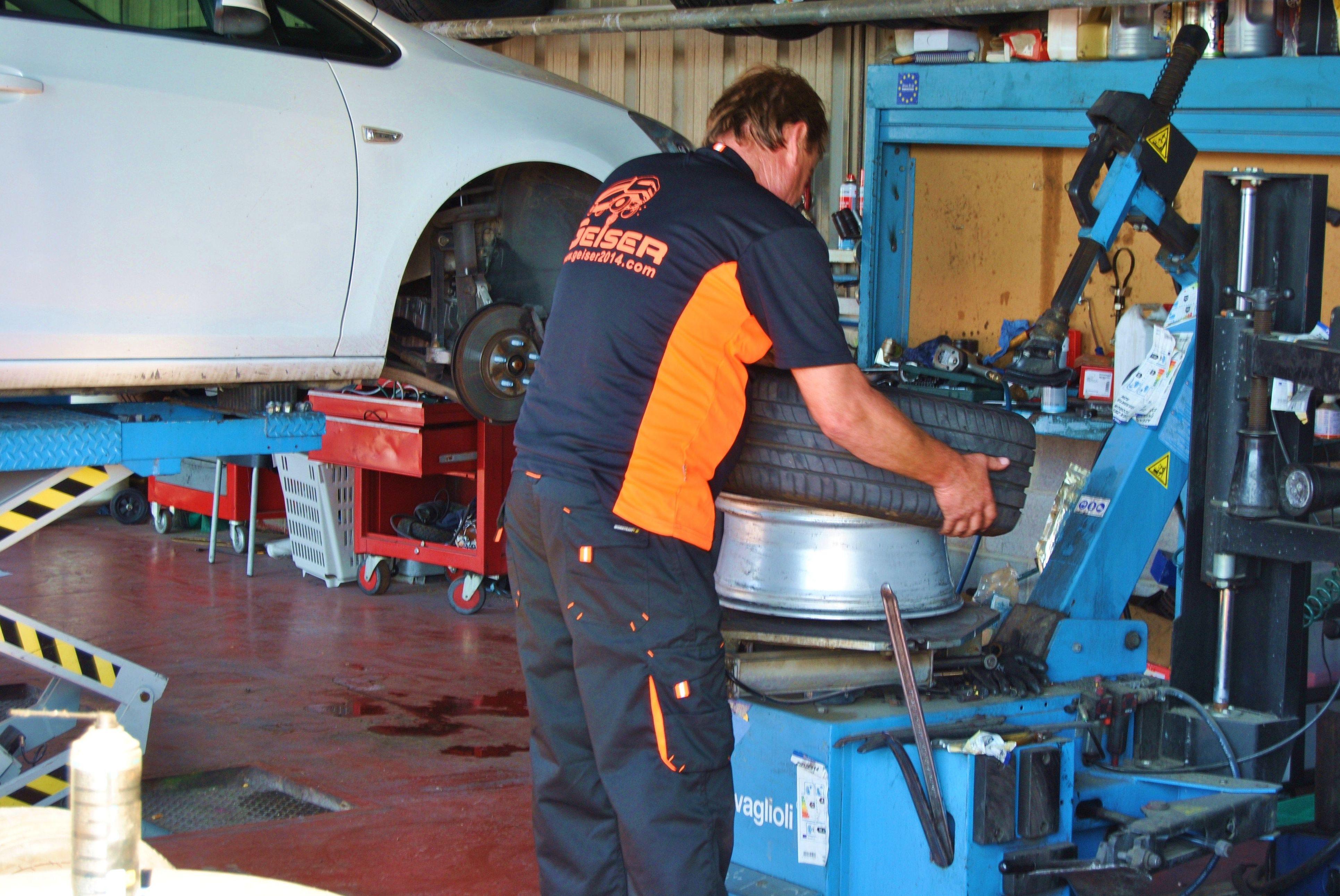Foto 3 de Mecánica rápida en Sant Joan Despi | Geiser